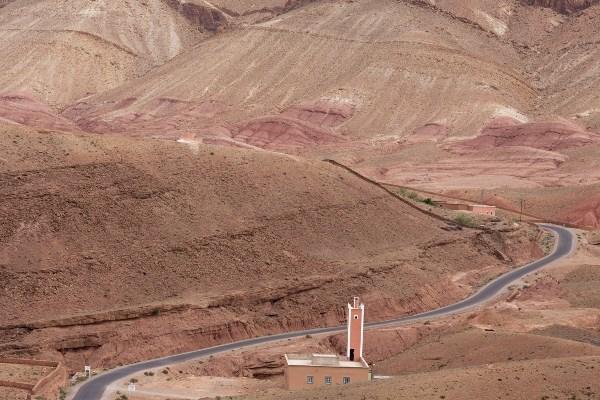 Rondreis Marokko auto weg door de bergen