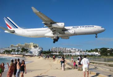 Schade aan je huurauto door een vliegtuig?