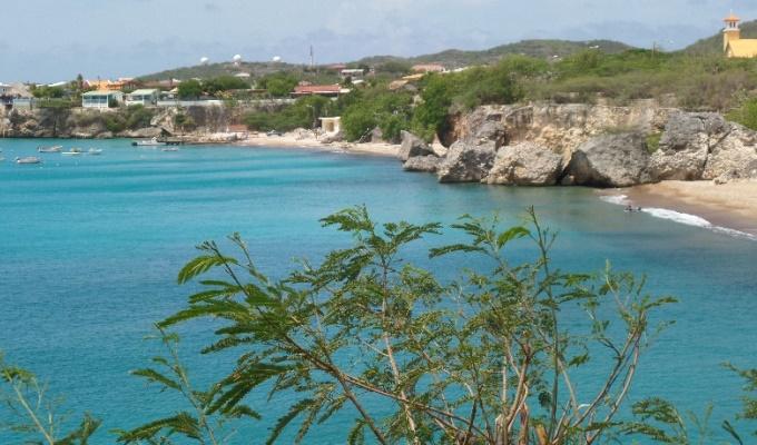Curacao-Baai-roadtrip-auto