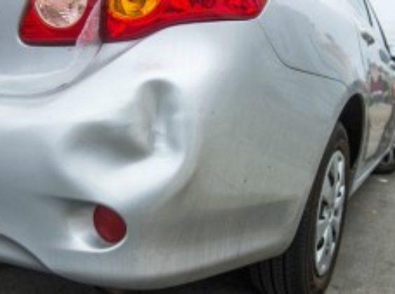 Botsen, beuken en breken: alles over brokken en boetes in autohuur