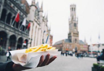 Patat of friet? De opvallendste verschillen tussen Belgen en Nederlanders (ook op het gebied van autohuur)