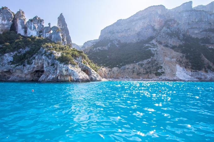 Azuurblauw water van Sardinië