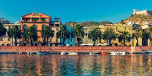 Sardinië uitzicht op haven