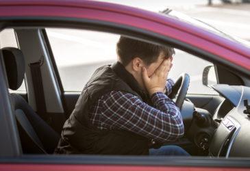 HELP! Mijn man kan geen automaat rijden!