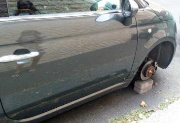 Een Italiaanse huurauto met vierkante wielen