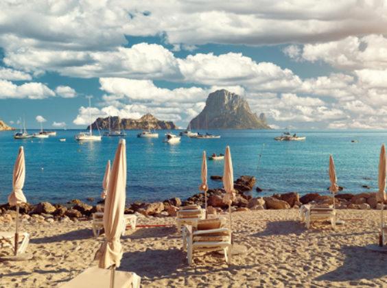Zonder huurauto mis je de mooiste plekjes van Ibiza