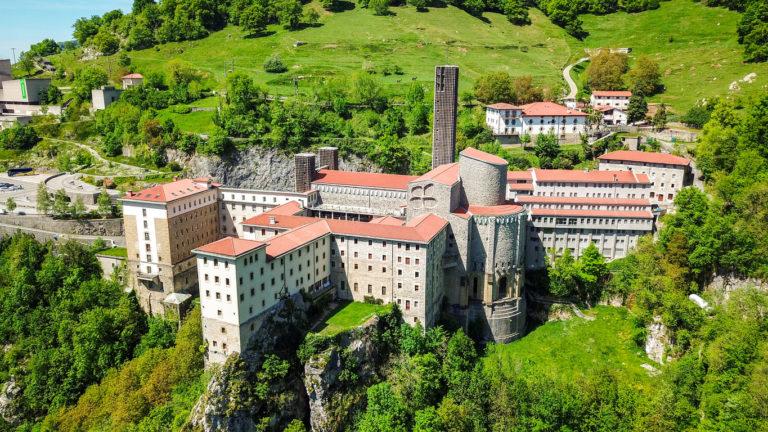 beautiful-sanctuary-of-arantzazu-in-onati-gipuzkoa