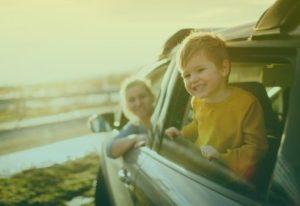 Jongetje in auto
