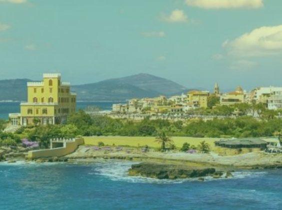 Stap in en ontdek deze 8 mooie plekken op Sardinië met je huurauto